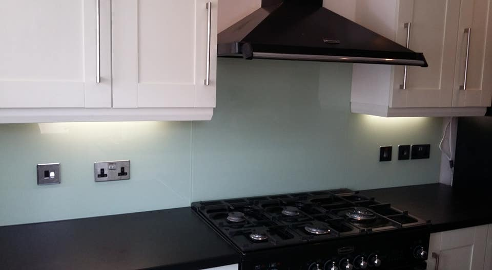 how much does a glass splashback cost?